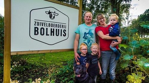De familie Bolhuis; Arjen en Wenda Bolhuis met kinderen